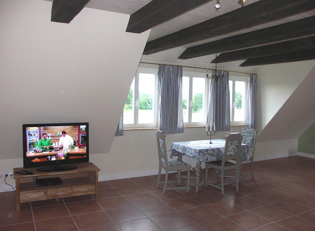 Fernsehecke und Fenster